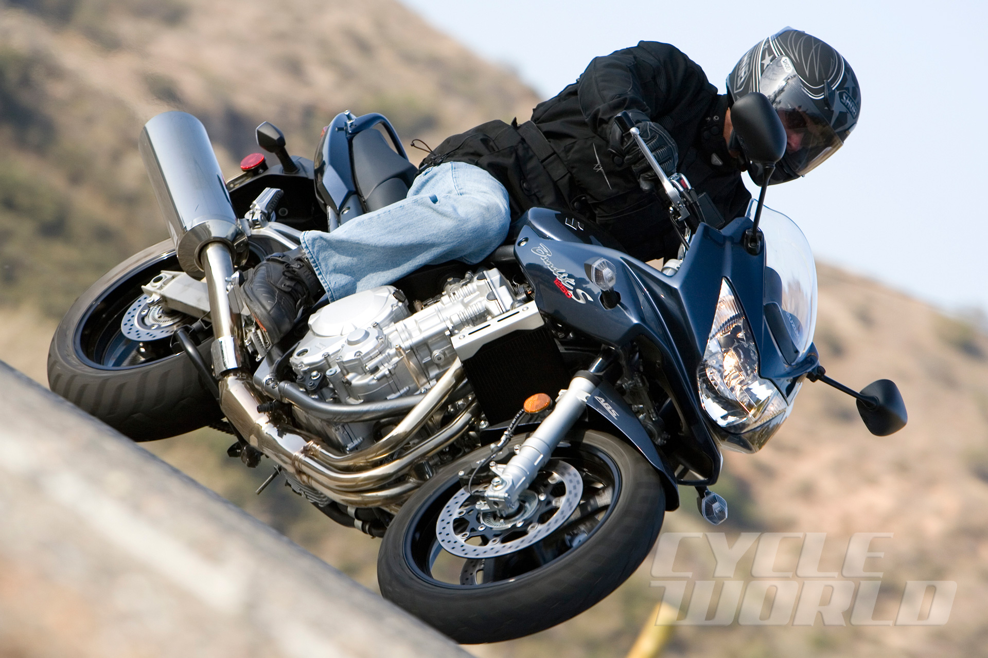 Suzuki Bandit 1250S vs  Yamaha FZ1- Comparison Test Review