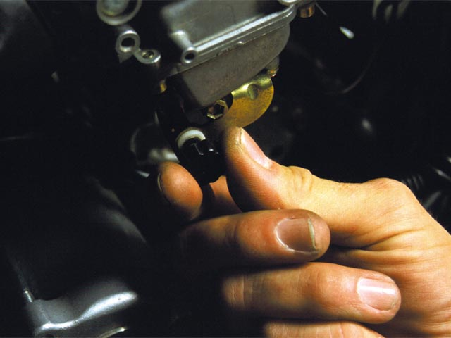 How to do a Carb Synching in Your Motorcycle | Motorcyclist