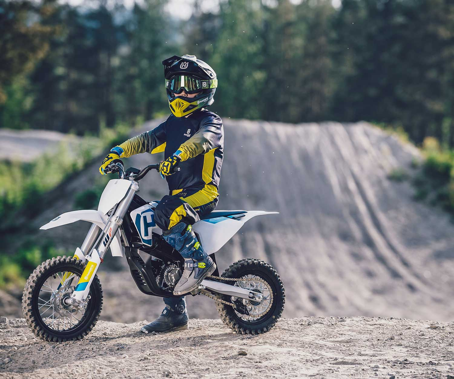 2020 Husqvarna EE 5 Electric Motorcycle First Look | Motorcyclist