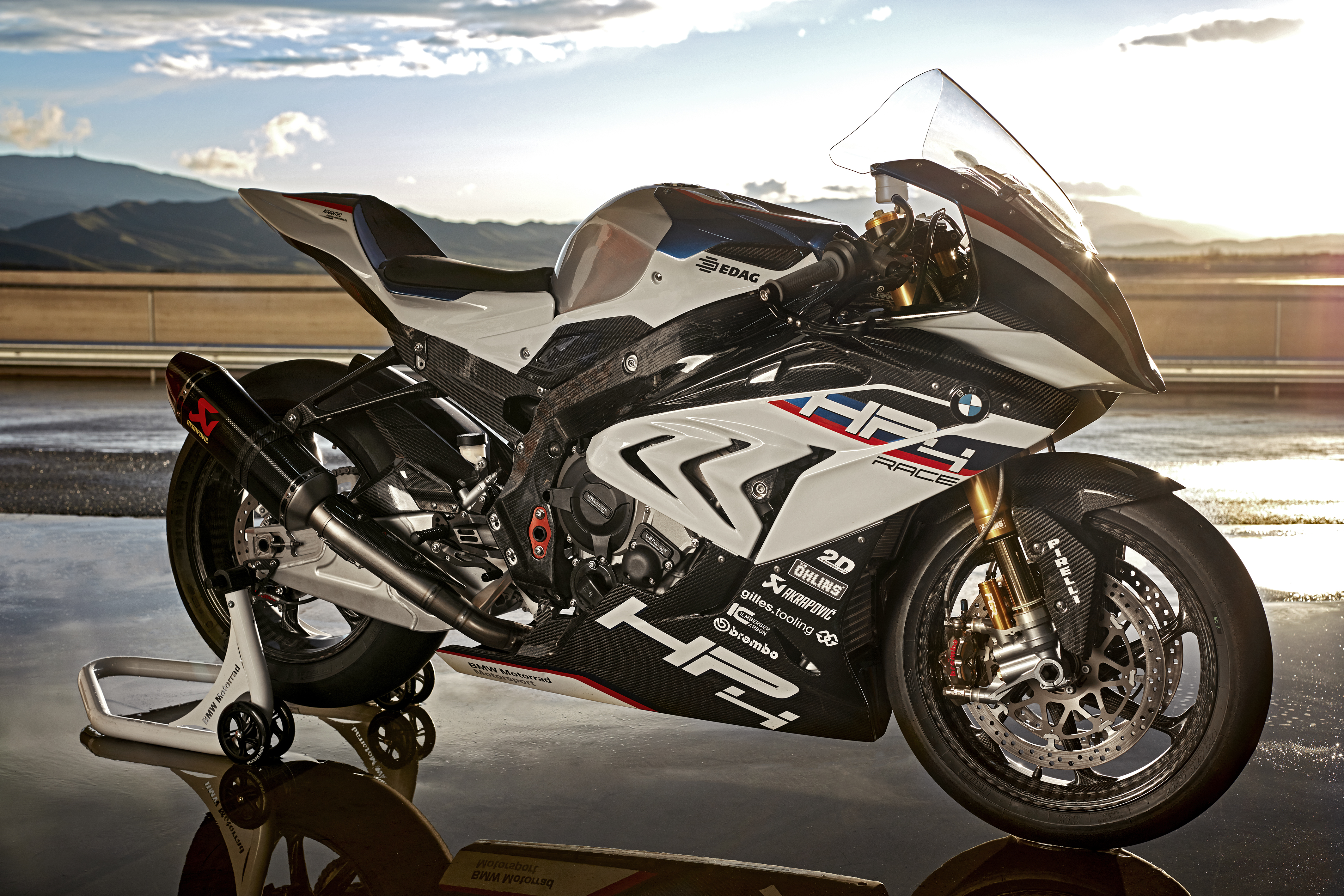 The 2017 Bmw Hp4 Race Is The Bike Carbon Fiber Dreams Are Made Of Cycle World