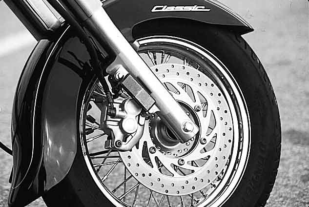 Motorcycle Test: Yamaha V-Star 650 Classic   Motorcycle Cruiser