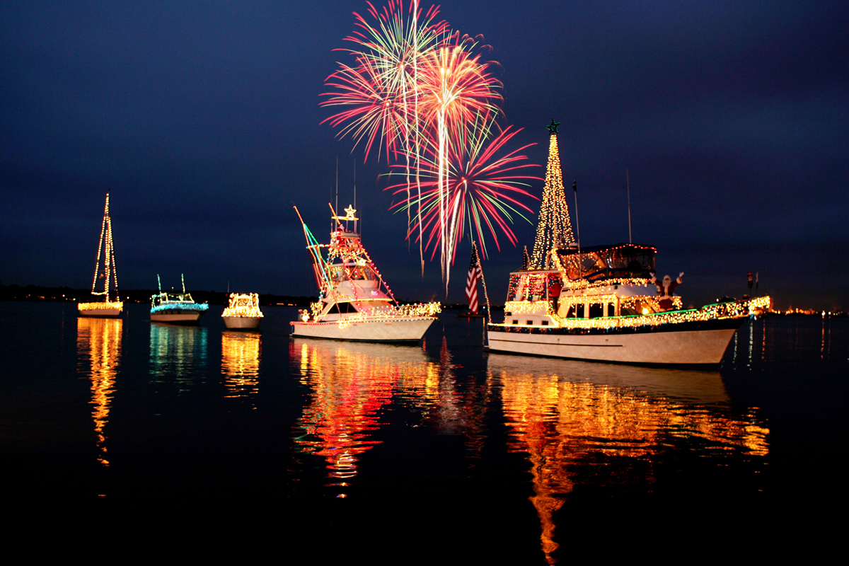 Christmas Boat Parade Ideas.Six Tips For Participating In A Holiday Boat Parade