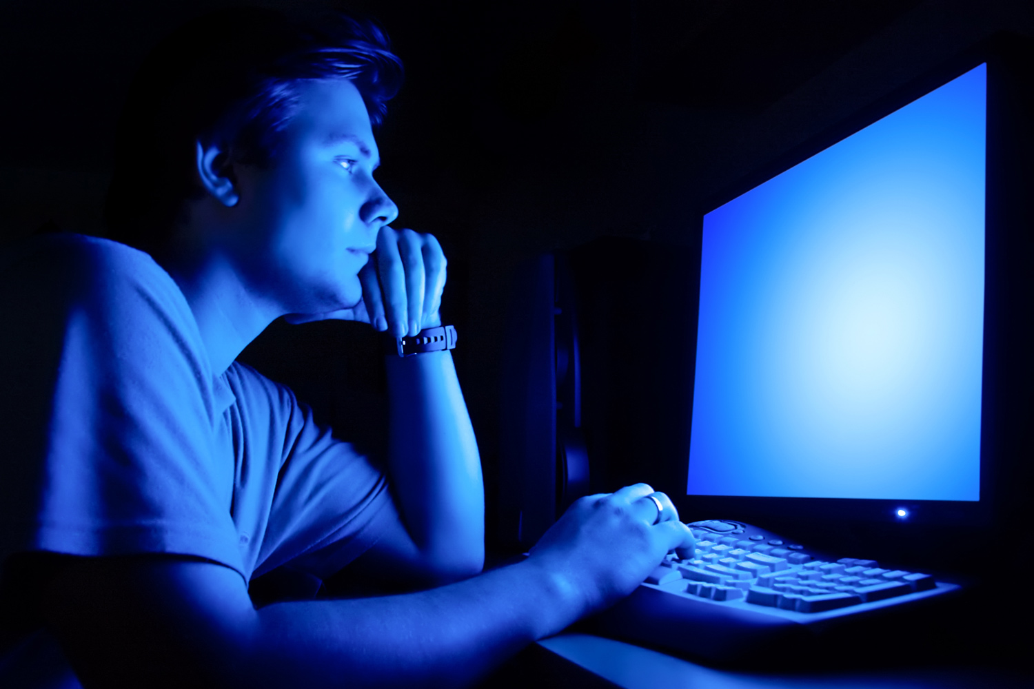 How to keep screen light from disrupting your sleep