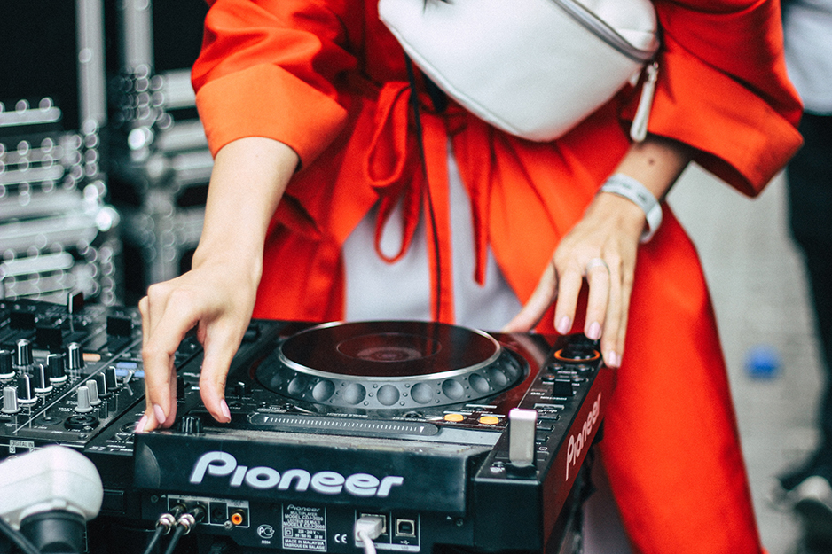 The best DJ controllers for spinning and scratching