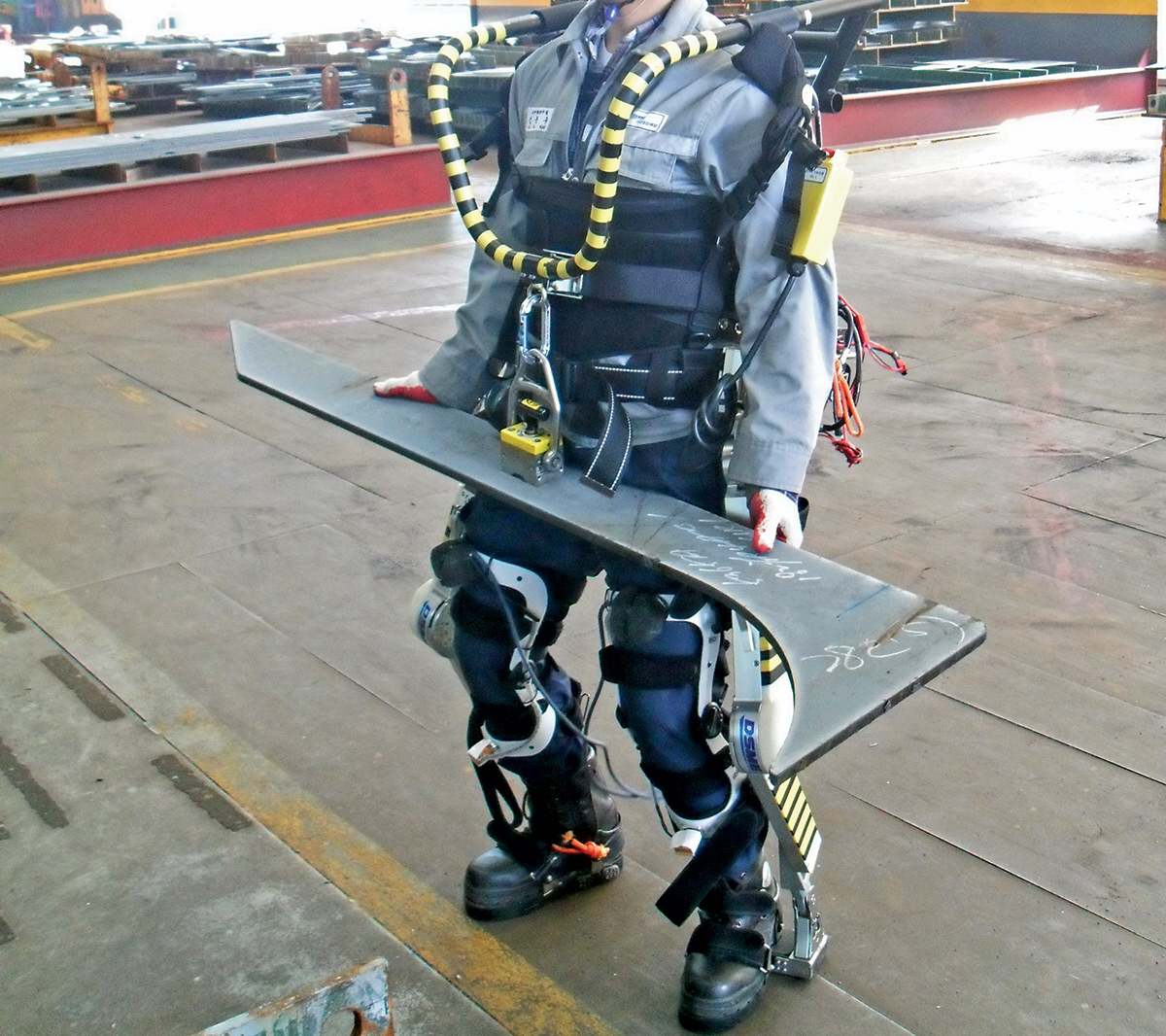 Robotic Exoskeleton Turns Korean Workers Into Ironman