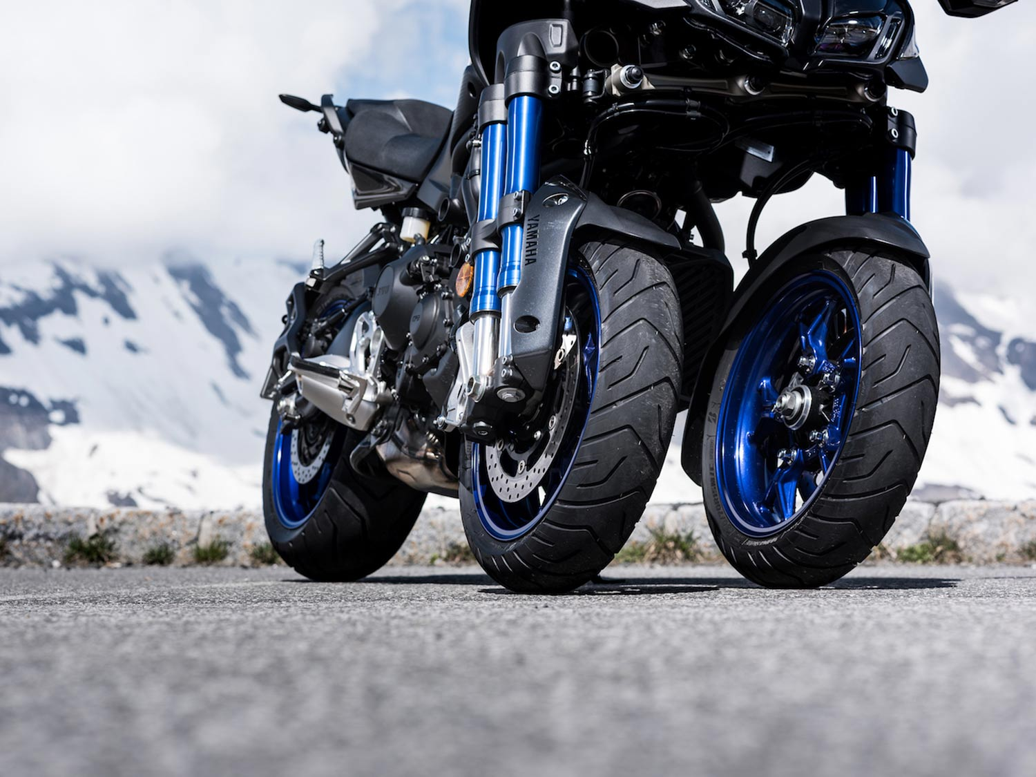 Making Sense Of The Yamaha Niken A Motorcycle With Two Front Ends