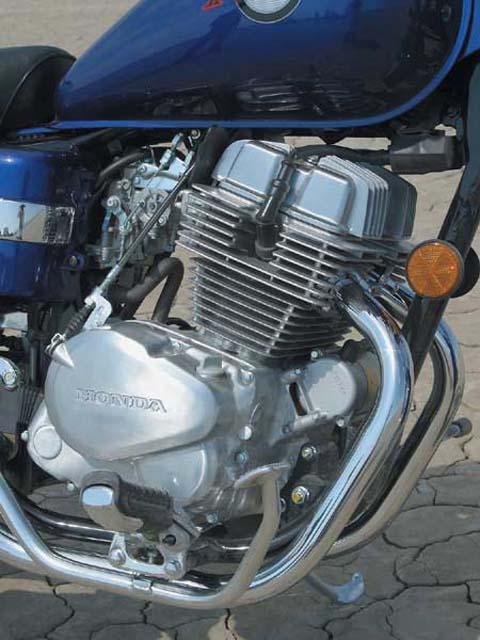 The 250cc Cruiser Comparison: AlphaSports (Hyosung) GV250, Honda