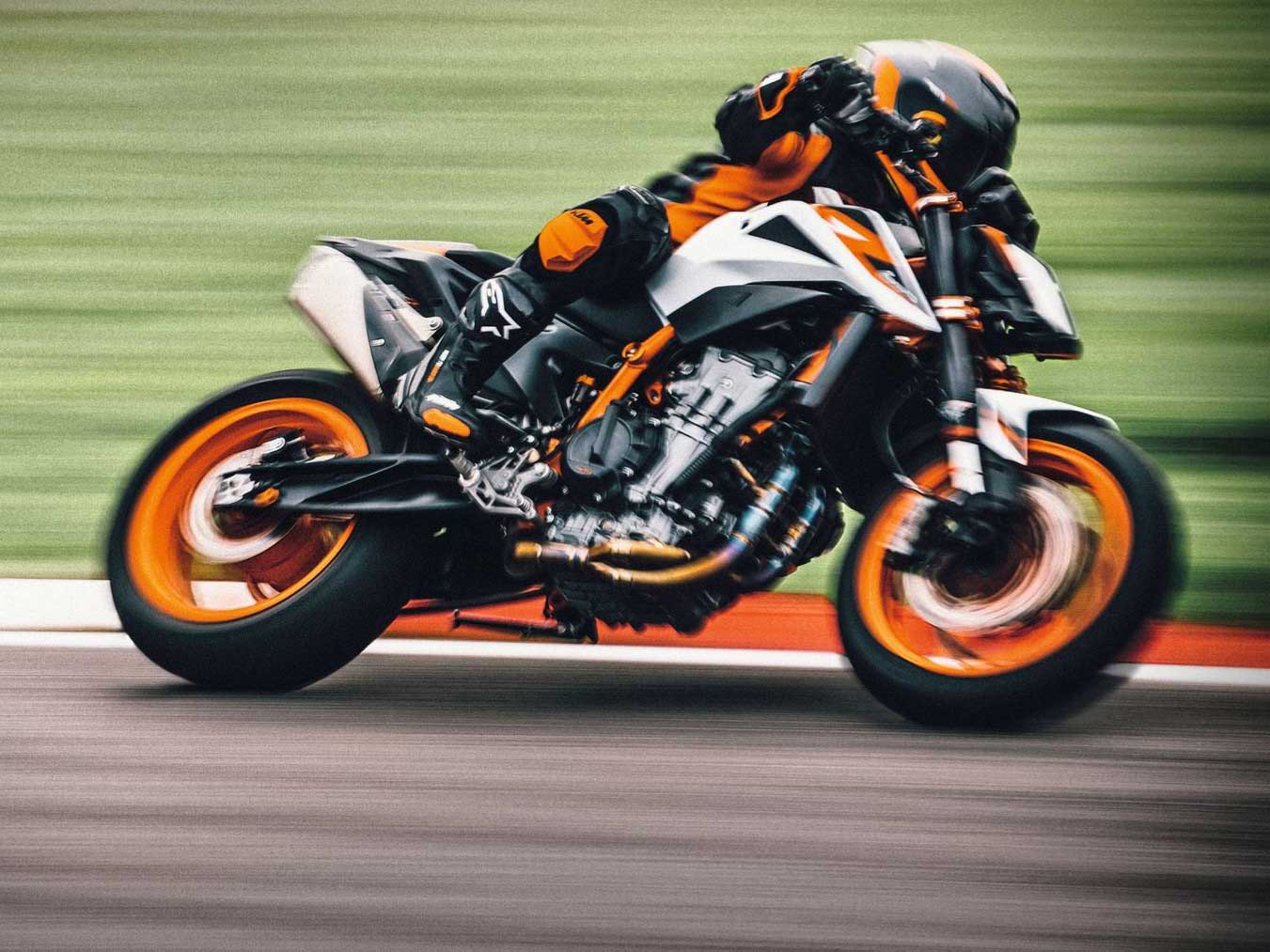 2021 KTM 890 Duke R First Look Preview | Motorcyclist