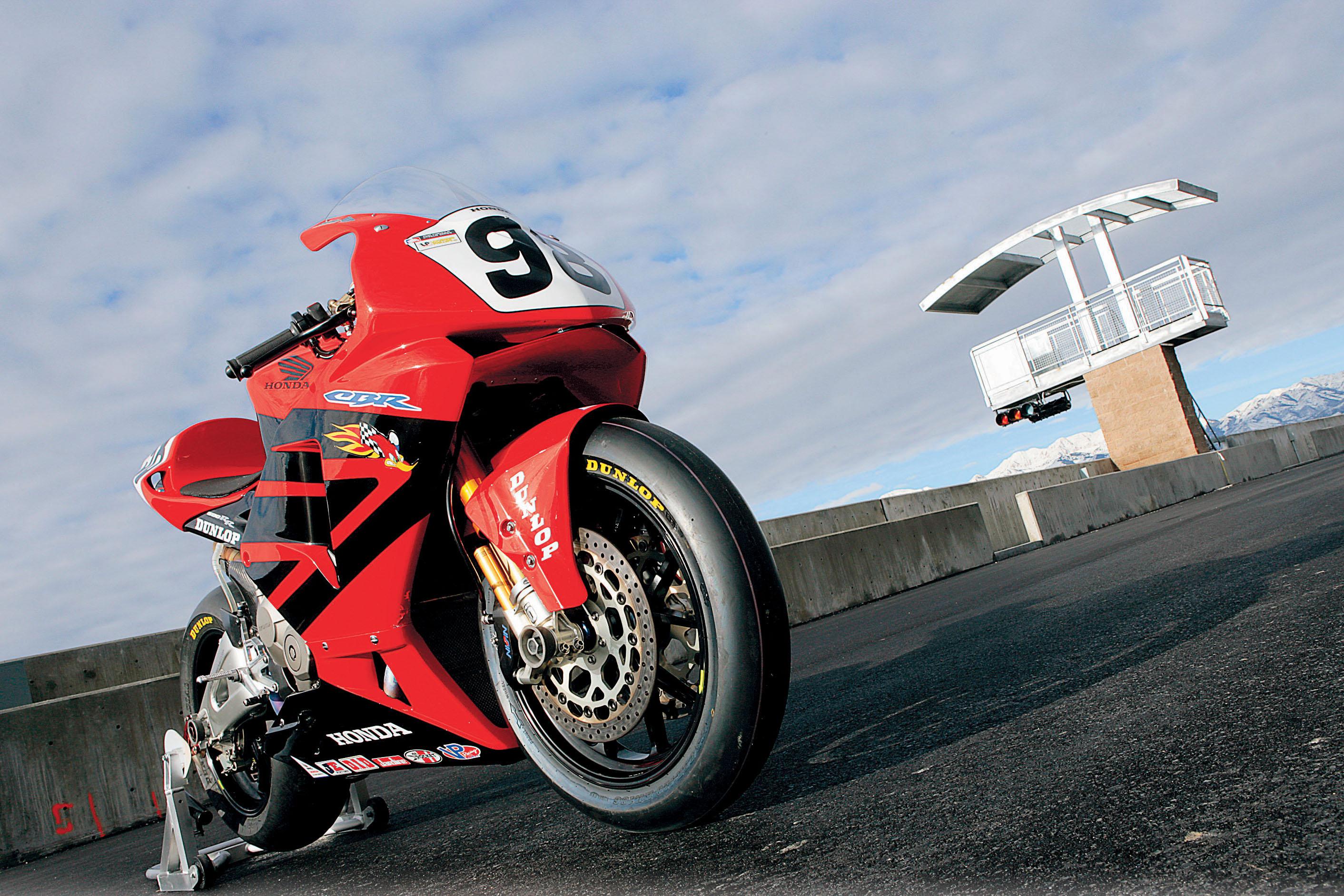 This Honda CBR600RR Daytona 200 Winner Would Smoke 750s