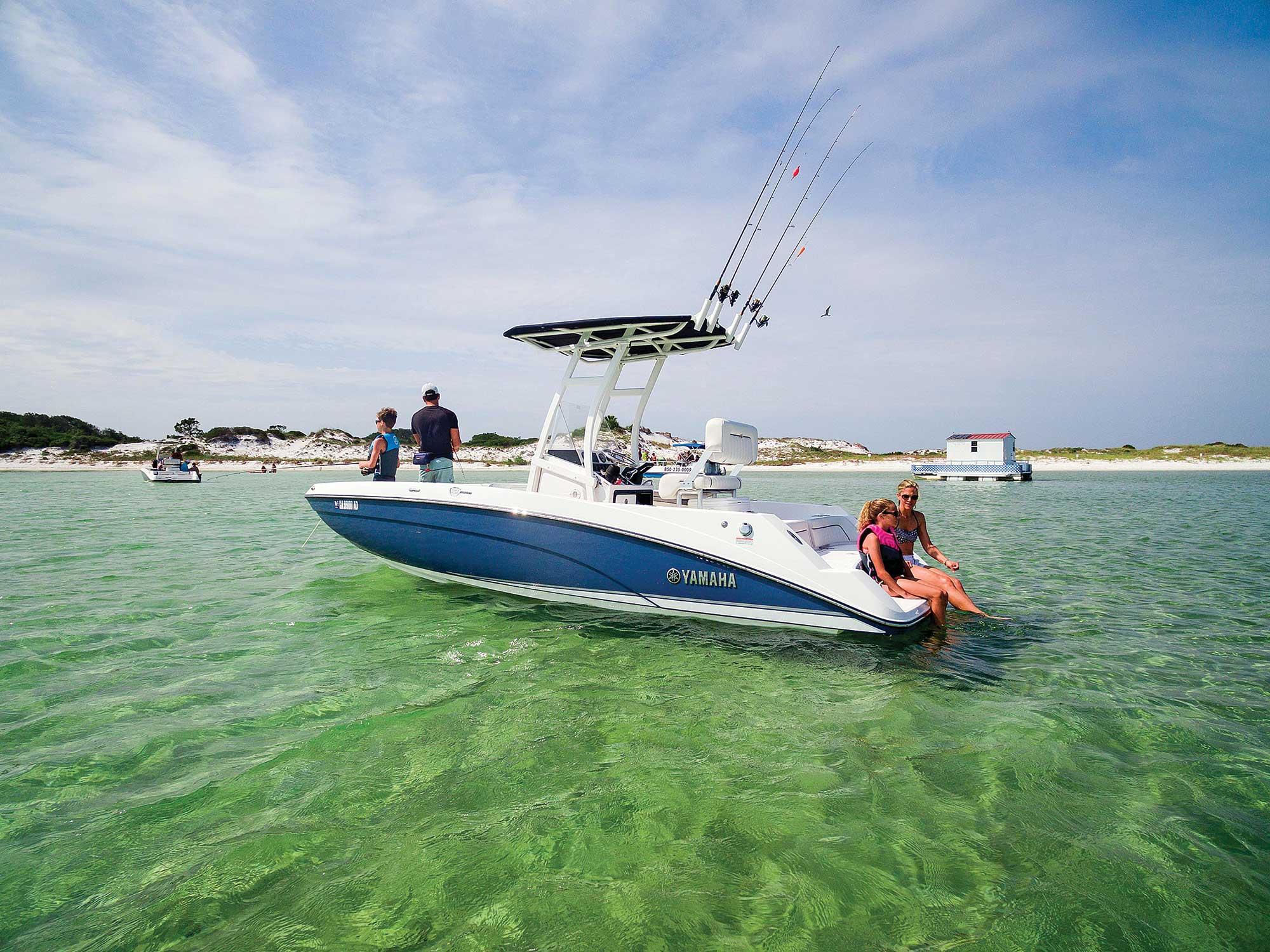 Yamaha 210 FSH Jetboat Center Console | Boating Magazine