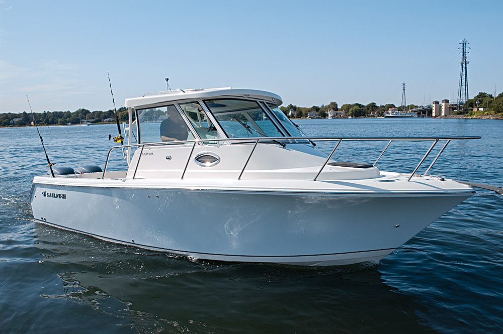 Walkaround vs Pilothouse | Boating Magazine